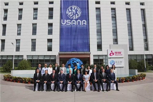 美国知名健康节目主持人奥兹医生应邀参观USANA葆婴中国工厂