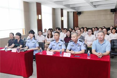 """浏阳市公安局""""学雷锋·见行动""""法律课堂走进绿之韵"""