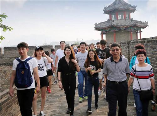 刘小兵董事长和杨琪总裁组织康婷员工旅游活动